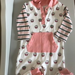 EUC L'oved Baby cupcake Hooded Romper 18-24